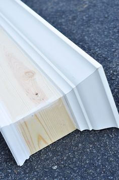 How to Build and Hang a Window Cornice Window Cornice Diy, Wood Cornice, Wood Valance, Window Cornices, Valences For Windows, Window Coverings, Cornice Boards, Cornice Box, Valances