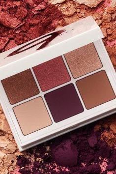 Wine down with SNAP SHADOWS 9 in 'Wine' for rich, burgundy neutral shimmer and matte shades that are perfect for those fall and holiday makeup looks!