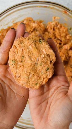 EASY SALMON PATTIES This salmon recipe will be one of your favorite lunch or dinner meal. They are easy to make, tasty and full of flavor. So crispy on the outside and yet so flaky and tasty on the inside. Perfect for appetizers, burgers or sliders. Healthy Salmon Recipes, Fish Recipes, Seafood Recipes, Cooking Recipes, Healthy Dinners, Dinner Recipes, Easy Tasty Recipes, Crockpot Recipes, Crab Cake Recipes