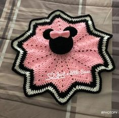 Ideas For Crochet Animals Disney Mickey Mouse Learn the basics of how to needlework (generic ter Crochet Security Blanket, Crochet Lovey, Lovey Blanket, Baby Girl Crochet, Crochet Blanket Patterns, Cute Crochet, Baby Blanket Crochet, Crochet Motif, Crochet Crafts