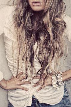 Beach Hair :: Natural Waves :: Brunette + Blonde :: Summer Highlights :: Messy Manes :: Long Locks :: Discover more DIY Easy Hairstyle Photography + Style Inspiration Boho Hairstyles, Pretty Hairstyles, Elisa Cavaletti, Brazilian Hair Bundles, The Beach, Beach Hair, Love Hair, Hair Today, Hair Dos