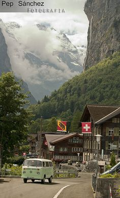 Lauterbrunnen, Switzerland    :-{b>
