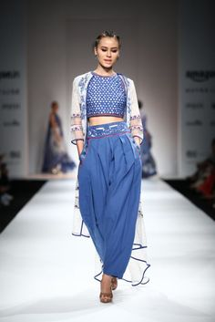 All the Looks From Poonam Dubey at Amazon India Fashion Week Spring/Summer 2016 -cosmopolitan.in