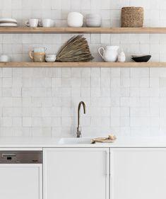 Classic Home Decor .Classic Home Decor Bathroom Interior, Kitchen Interior, New Kitchen, Kitchen Decor, Kitchen Ideas, Interior Office, Design Kitchen, Home Decor Styles, Cheap Home Decor