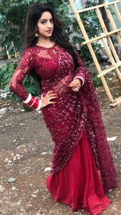 Beautiful saree and blouse Beautiful Girl Indian, Most Beautiful Indian Actress, Beautiful Saree, Beautiful Curves, Saree Blouse Patterns, Saree Blouse Designs, Dress Designs, Indian Designer Outfits, Indian Outfits