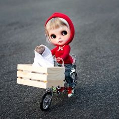 .@Jodie White White McGuire | #blythe #blythedolls #et Let's go to the moon and never come back! | Webstagram