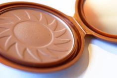 NYC Bronzer in Sunny - Dupe for Benefit's Hoola. Brand new, sealed.
