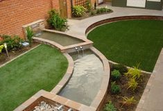 cascading pool water feature separating two large circular lawns Circular Garden Design, Small Urban Garden Design, Circular Lawn, Garden Design London, Garden Landscape Design, Patio Design, Small Courtyard Gardens, Back Gardens, Small Gardens
