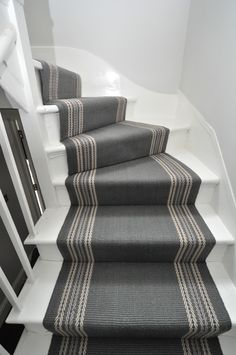 4-097 flatweave stair runners Off The Loom - Brampton 2 flatweave stair runners fitted in Richmond. Mitred on quarter landing. (www.offtheloom.co.uk) Small Staircase, Staircase Landing, Carpet Staircase, Staircase Remodel, Small Hallways, Staircase Design, Spiral Staircases, Hallway Designs, Hallway Ideas