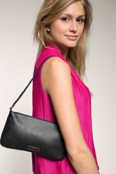Kaunis pikkulaukku Espritiltä. Hyvännäköisenä yksityiskohtana metalliketju olkahihnana. Esprit pikkulaukku, 075EA1O020, musta - BeBag.fi