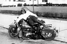 Bessie Stringfield, the Bad-Ass Black Motorcycle Queen of the She owned 27 Harleys and rode them all over the United States. Triumph T100, Cafe Racer Girl, Ann Margret, Badass, Trick Riding, Motorcycle Museum, Lady Biker, Vintage Motorcycles, Retro