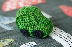 Crochet Toys For Boys Tiny car - free pattern in Swedish Crochet Car, Crochet For Boys, Love Crochet, Crochet Gifts, Crochet Dolls, Beautiful Crochet, Crochet For Beginners Blanket, Crochet Blanket Patterns, Amigurumi Patterns