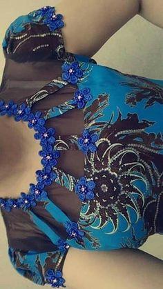 African Fashion Dresses, African Dress, Hijab Fashion, Diy Fashion, Indian Fashion, Kurti Neck Designs, Dress Neck Designs, Blouse Designs, African Tops