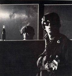 ch-dld-bft-brit-omm — Bill watches while Keith plays bass…