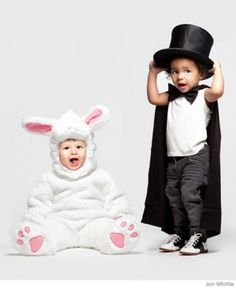 25 baby and toddler Halloween costumes for siblings. What a cute roundup of ideas! Great for brothers and sisters! Cute Baby Halloween Costumes, First Halloween, Cute Costumes, Family Halloween, Baby Costumes, Costume Ideas, Halloween Party, Halloween 2015, Halloween Season