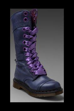 Dr. Martens Triumph 14-Eye Boot en Marine