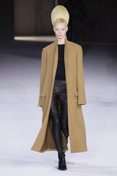 Haider Ackermann Fall 2020 Ready-to-Wear Fashion Show - Vogue Haider Ackermann, Couture Mode, Style Couture, Couture Fashion, Fashion Week Paris, 2020 Fashion Trends, Fashion 2020, Vogue Fashion, Runway Fashion