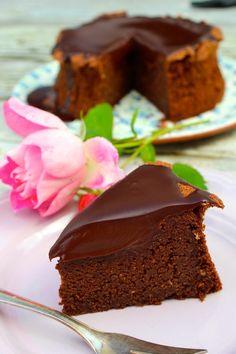 Saftiger Schokoladen-Hasenusskuchen mit Ganache-Topping
