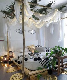 Modern Bohemian Bedrooms & Home Interior Decor Ideas: With the passage of time the demand and trend of the bohemian home decoration has been becoming the main talk of the town. Bohemian Bedroom Decor, Bohemian Style Bedrooms, Bohemian Bedding, Bohemian Interior, Boho Decor, Romantic Homes, Romantic Home Decor, Bed Styling, Dream Rooms