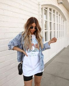 Summer Shorts Outfits, Casual Summer Outfits, Short Outfits, Summer Casual Outfits For Women, Band Shirt Outfits, Shorts Outfits Women, Outfit Summer, Women's Summer Fashion, Fashion 2020