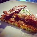 Ketogeniczny omlet na słono: z warzywami, serem i bekonem