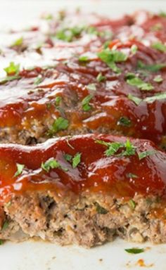 This easy recipe for flavorful meatloaf is made with ground beef and topped off with a super simple sauce. The leftovers are perfect for making a sandwich! Meatloaf is a classic, and this recipe is delicious. Easy Meatloaf, Meatloaf Recipes, Meat Recipes, Cooking Recipes, Recipies, Meat Loaf Recipe Easy, Fabulous Foods, Southern Recipes, Soul Food