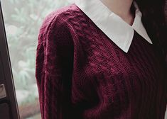 maroon sweater + collar = love