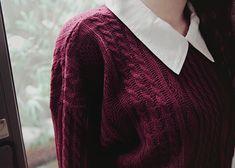 maroon sweater + collar = love