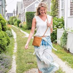 New blog post is up and it's all about Nantucket style on my most favorite street on the island! // The Weaver Clutch + Crossbbody // photo @briansagerphotography