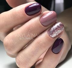 False nails have the advantage of offering a manicure worthy of the most advanced backstage and to hold longer than a simple nail polish. The problem is how to remove them without damaging your nails. Mauve Nails, Burgundy Nails, Pink Nails, Deep Burgundy, Purple Manicure, Deep Purple, Purple And Silver Nails, Burgundy Nail Designs, Matte Pink