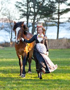 The bride is wearing a reconstructed bunad from 1810 made by Mandal Husflid in Vest Agder County. Folk Costume, Costumes, Swedish Design, Scandinavian Design, Norse Vikings, Old Farm Houses, Bridal Crown, World Peace, Stunning Women