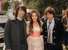Joe Jonas, Miley Cyrus, Nick Jonas