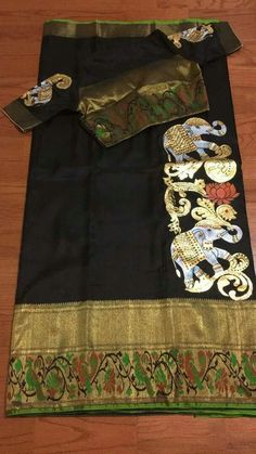 These painted ikat silk sarees are from Trendy Traditionals, Chennai. For order and price enquiries of the painted ikat silk sarees please contact below address. Saree Blouse Neck Designs, Fancy Blouse Designs, Blouse Patterns, Sari Blouse, Saree Painting Designs, Fabric Paint Designs, Hand Painted Sarees, Diana, Kalamkari Saree