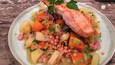 Linzen met spek en zalm (gebruik evt. shitake of kastanje champignons i.p.v. spekjes en een groentebouillon blokje)