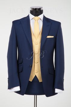 With yellow rose? Navy Blue And Gold Wedding, Blue Suit Wedding, Gold Wedding Theme, Royal Blue And Gold, Vintage Wedding Suits, Wedding Ideas, Beauty And The Beast Wedding Theme, Costume Garçon, Marie