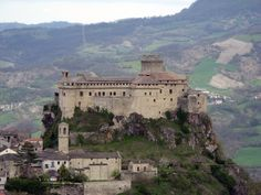 MedioEvo Weblog: Pasqua e pasquetta al Castello di Bardi