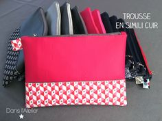 Faux leather pouch Trousse en simili cuir Plus Coin Couture, Couture Sewing, Crea Cuir, Diy Pochette, Women's Wristlets, Diy Accessoires, Little Bag, Leather Pouch, Purses And Handbags