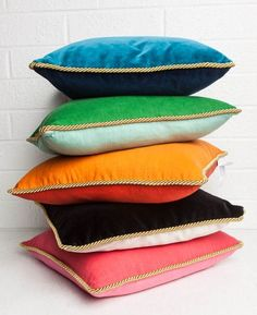 Our unique colorblock chic pillows in luxe velvet and elegant golden rope trim are a winning combination of two tones in one: black or white, emerald or pool, persimmon or koi, deep teal or navy-- a girls gotta have her options. Down insert included. Velvet Pillows, Linen Pillows, Linen Bedding, Decorative Pillows, Sofa Cushions, Decor Pillows, Scatter Cushions, Floor Cushions, Diy Kleidung