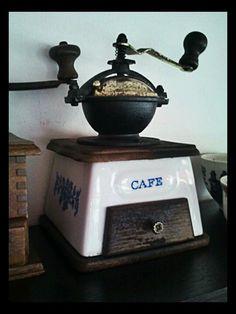 Bildergebnis für old coffee grinder