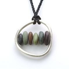 Pebble Necklace This would be fun to make with the pebble from every continent Rock Jewelry, Glass Jewelry, Stone Jewelry, Metal Jewelry, Pendant Jewelry, Silver Jewelry, Bijoux Design, Schmuck Design, Jewelry Design