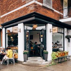Café Larue & Fils in Montreal / photo by Ali