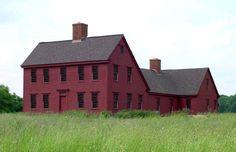 The Saltbox – Colonial Exterior Trim and Siding The … The Saltbox – Außenverkleidung aus der Kolonialzeit und … Colonial House Exteriors, Colonial Exterior, Exterior Trim, Exterior Paint, Cafe Exterior, Traditional Exterior, Red Houses, Saltbox Houses, Gros Morne