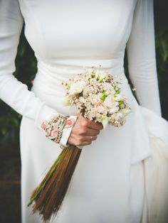 Ramos de Flores para Novias. Ramos de Flores para Novias.-El mejor aderezo para un exquisito conjunto nupcial, es un bonito y elegante ramo de novia, las flores adornan y acompañan a
