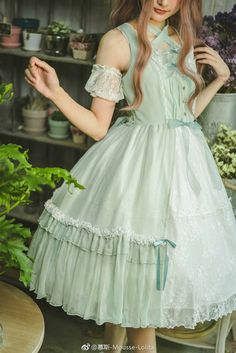 So pretty! Reminds me of Lolita outfits.