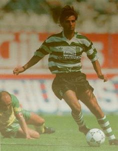 Emilio Peixe 1992-93 withJaime Pacheco of Pacos de Ferreira in the background.