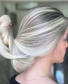 Most amazing trends and shades of blonde hair colors with fantastic highlights t… – Haarschnitt-Ideen Blonde Hair Shades, Hair Color Shades, Blonde Hair With Highlights, Cool Hair Color, Blonde Color, Hair Colors, Ombre Highlights, Gray Color, Ombre Hair