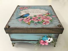 Discover thousands of images about Vintage decoupage box Decoupage Box, Decoupage Vintage, Altered Boxes, Altered Art, Cigar Box Crafts, Shabby Chic Crafts, Pretty Box, Craft Bags, Jewellery Boxes