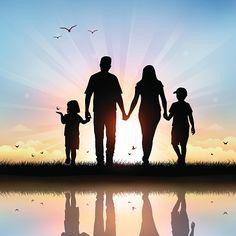 Счастливая семья с детьми, ходьбе во время заката векторная иллюстрация