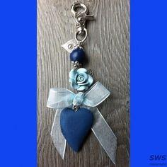 SB002 blauwe sleutelhanger hart roosje  www.sieradenwebshop.com