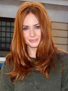 What if instead of keeping my hair a light brown/dark blonde, I go Karen Gillan? Karen Gillan, Celebrity Hairstyles, Trendy Hairstyles, Red Hair Woman, Beautiful Red Hair, Strawberry Blonde Hair, Super Hair, Ginger Hair, Redheads